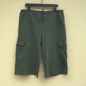 Pacificotton Wide leg Cargo Capri in Green Size M